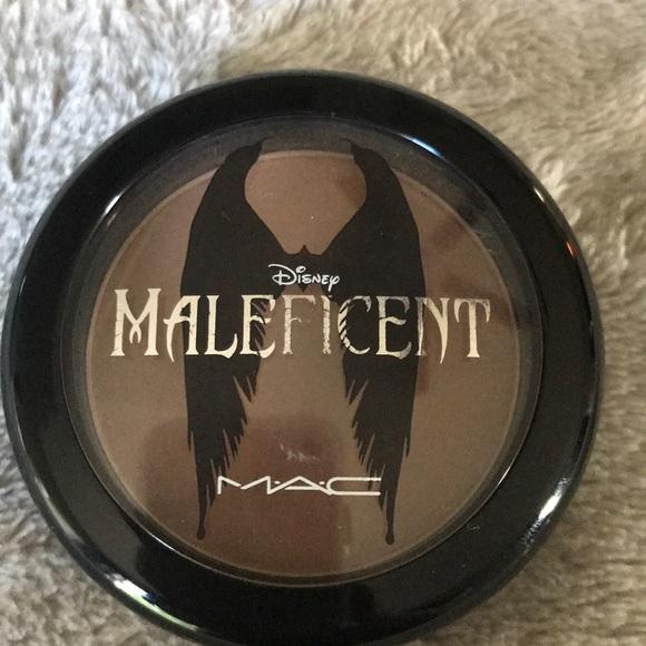 Mac Disney Maleficent Sculpting Powder